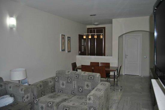 Grangefield Oasis Club: livingroom