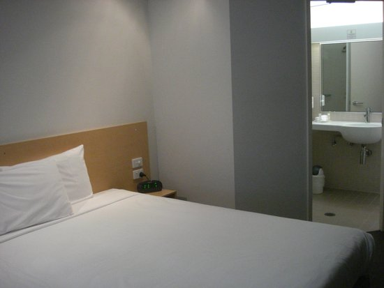 Townsville Central Hotel : Superior Room 307 with king bed