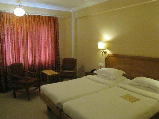 Hotel Surguru: Rooms