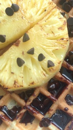 AVANI Bentota Resort & Spa: Breakfast Waffle with grilled pineapples