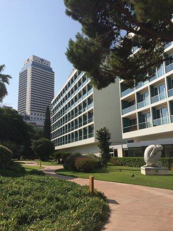 Swissotel Grand Efes Izmir: Hotel gardens