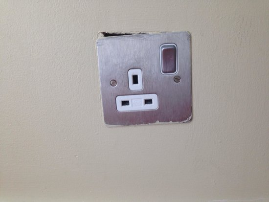 Park Plaza Riverbank London : We didn't use this plug for good reason