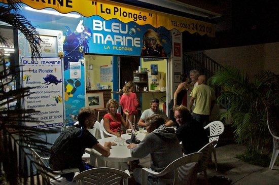 Bleu Marine Reunion: Après l'obtention du niveau 1, l'après midi se prolonge en apéro avec l'équipe !