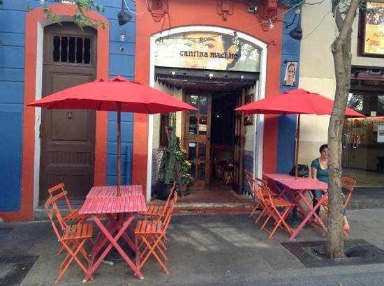 Cantina Machito : outside