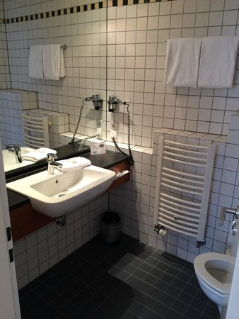 Hotel Alexander Plaza Berlin : Bathroom