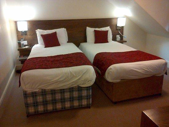 Mercure Wolverhampton Goldthorn Hotel: Hotel room one