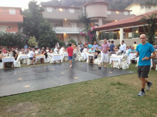 Turquoise Hotel: An evening meal outside