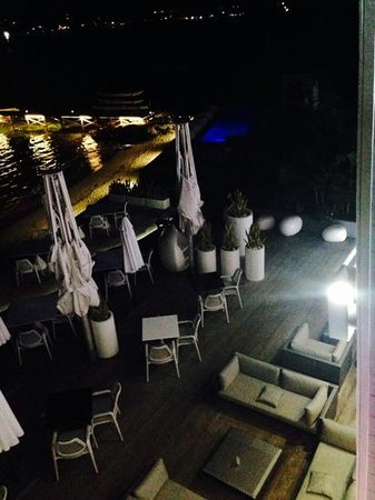 Baystone Boutique Hotel & Spa: The deck and pier at night.