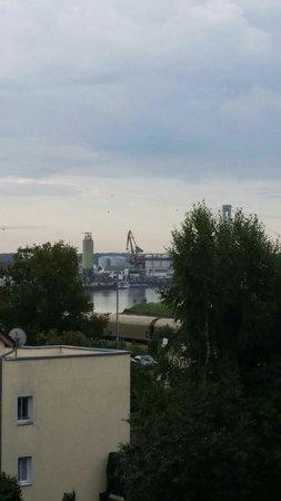 Hotel Donauhof: Blick vom Zimmer zum Hafen.