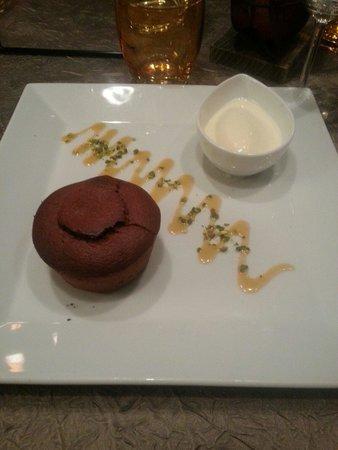 Auberge de l'Ile : Moelleux au chocolat et sa glace au chocolat blanc ... Un pur bonheur!