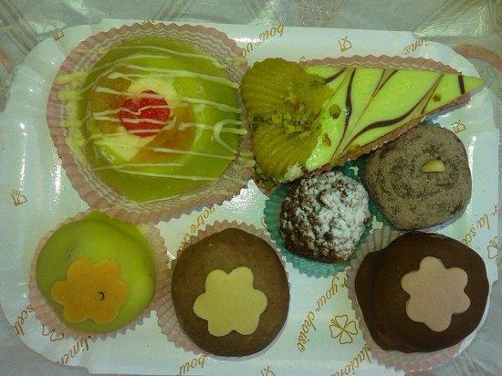 Antico Laboratorio di pasticceria La Rinascente: Colazione della domenica mattina: idilliaca! ....che ricotta spettacolare!!!...I cannoli sono fi