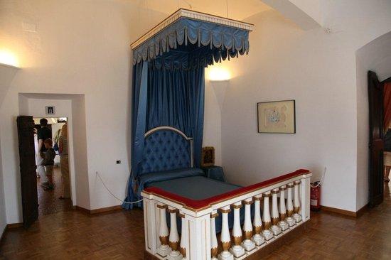 Castillo Casa Museo Gala Dalí Castell de Púbol: Пуболь. Спальня Галы.