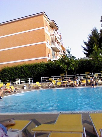 Grand Hotel Parco Del Sole : lovely clean and plenty of sunbeds and clean towels provided!