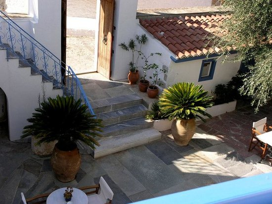 Ippokampos Hotel: La cour intérieure