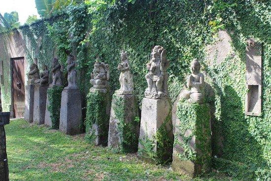 Villa Samuan : Statues