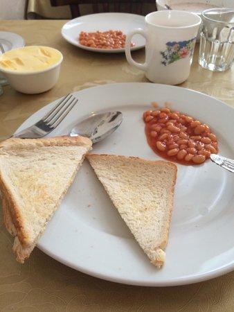 Euro Hotel Hammersmith: La colazione era a base di pane, uova, fagioli, te caldo, latte e cereali, succo di frutta, burr