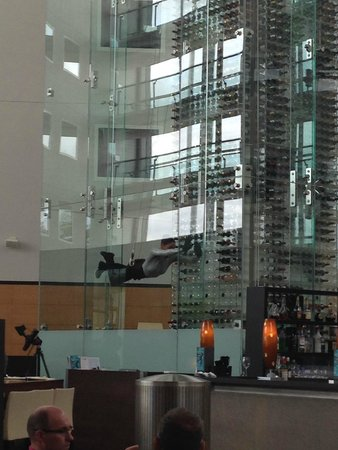 Radisson Blu Hotel London Stansted Airport : The wine waiter!!