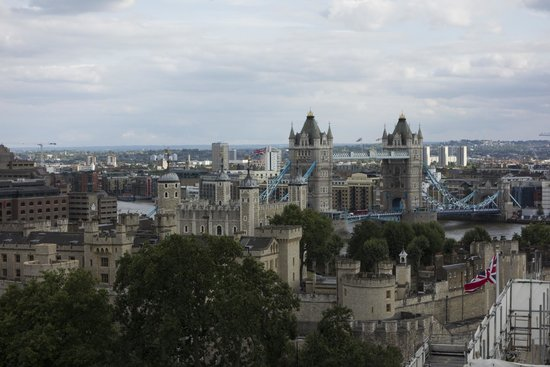DoubleTree by Hilton Hotel London -Tower of London: View from the hotel rooftop bar