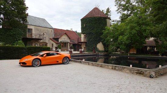 Le Chateau De Courban & Spa : notre arrivé dans la cour