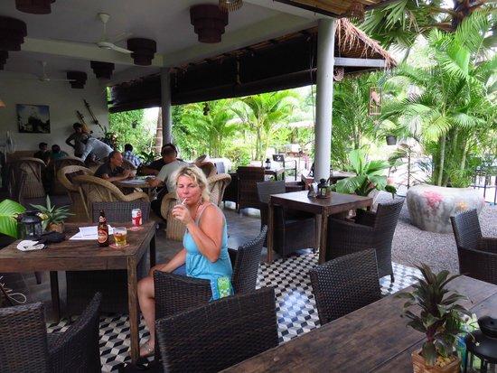 Battambang Resort Restaurant: Het gezellige restaurant.