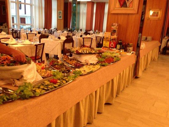 San Pietro Hotel: Buffet eccezionale