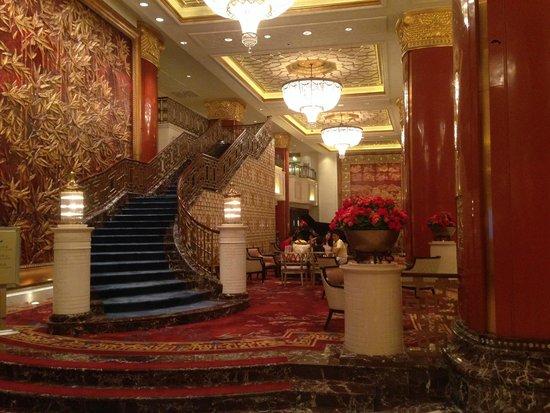 Shangri-La's China World Hotel: Lobby area