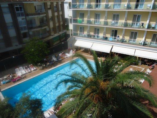 Hotel La Palmera: бассейн