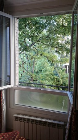 Home MODERNE : de la verdure dans PARIS : vue de la 302