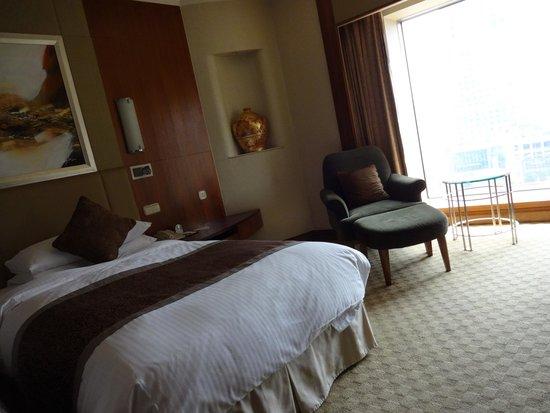 Shangri-La's China World Hotel: Single bed room