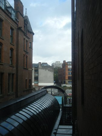 The Atrium Serviced Apartments: Вид из номера отеля