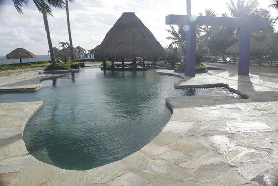 Coconuts Beach Club : pool