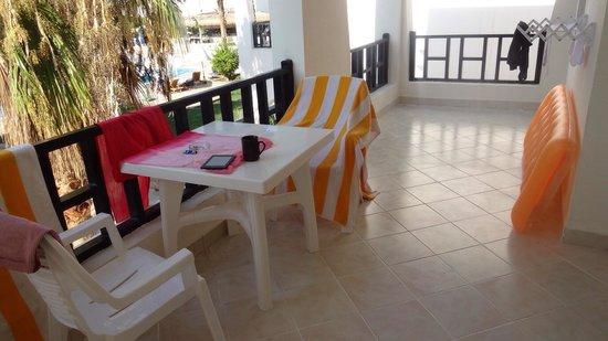 Poinciana Sharm Resort & Apartments: Massive balcony in 123