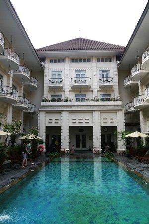The Phoenix Hotel Yogyakarta - MGallery Collection: Zwembad