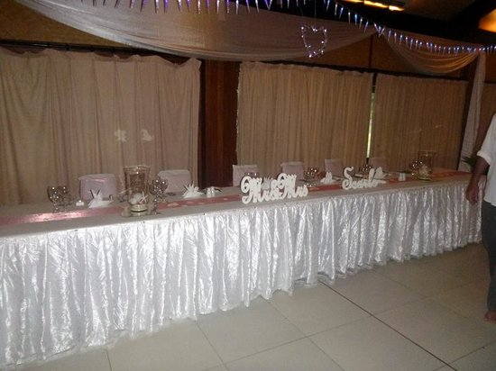 Plantation Island Resort: main wedding table
