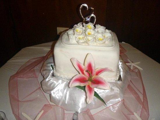 Plantation Island Resort: wedding cake
