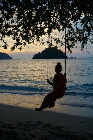 Anjungan Beach Resort & Spa: Закат на острове Пангкор