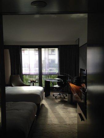 Hilton Berlin: large standard twin room