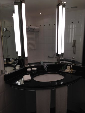 Hilton Berlin: bathroom