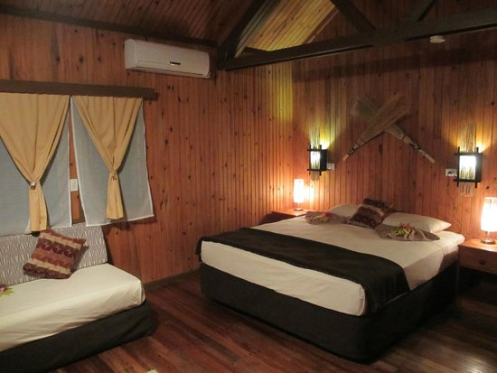 Waidroka Bay Resort : Lovely wooden cabin