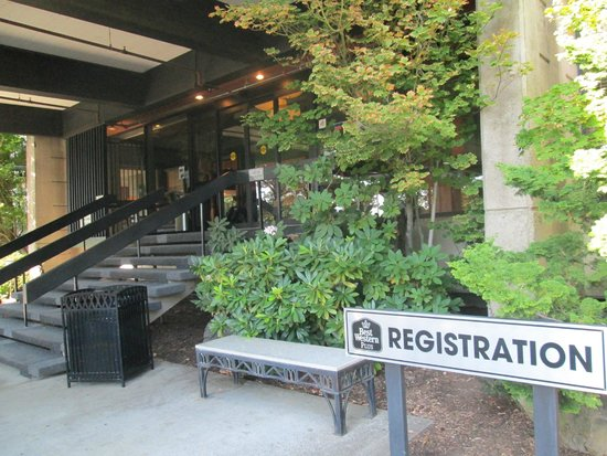 Best Western Plus Hood River Inn: Registration for guest check in