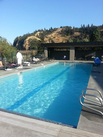 Best Western Plus Hood River Inn: Outdoor pool