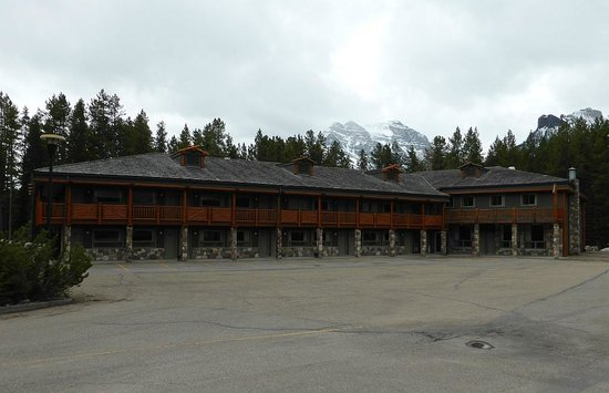 Mountaineer Lodge : the building of the lodge with the rooms