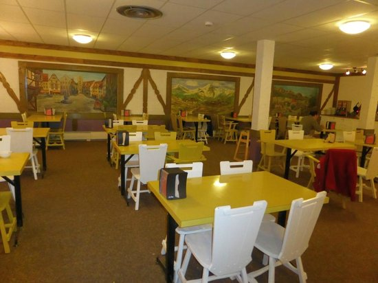 Mountaineer Lodge: breakfast room in the basement of the lodge