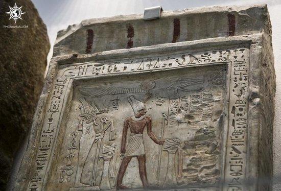 Musée égyptologique de Turin : Bajorrelieve a la entrada de la exposición