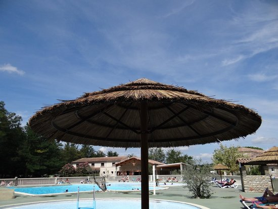 Parasol piscine   Picture of Camping La Grand'Terre, Ruoms