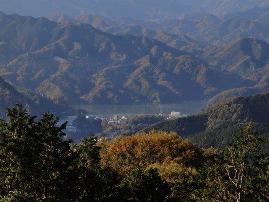 Mt. Kagenobu : 景信山から見た相模湖