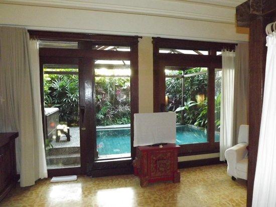 Hotel Tugu Bali : Vue sur le petit jardin privatif avec sa piscine.
