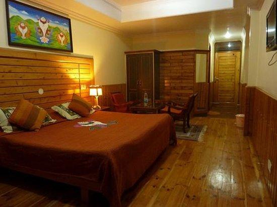 8 AUSPICIOUS HIM VIEW HOTEL McLeod Ganj India