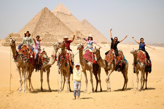 Memphis Tours: Camel Ride by the Pyramids
