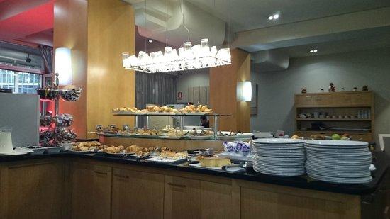 Silken Indautxu Hotel: Il buffet a colazione